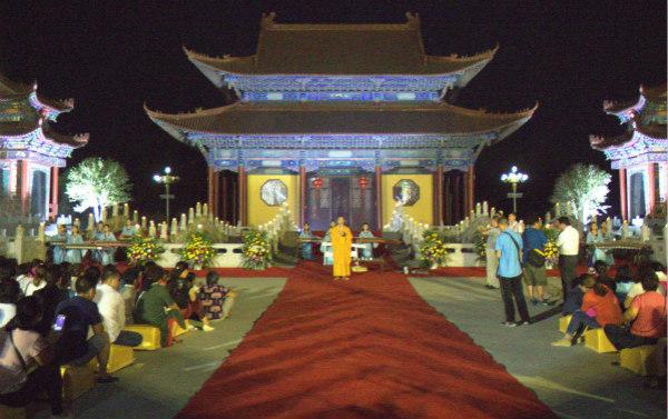 南海禅寺举行拜月法会,赏月晚会以及祈福听钟等活动
